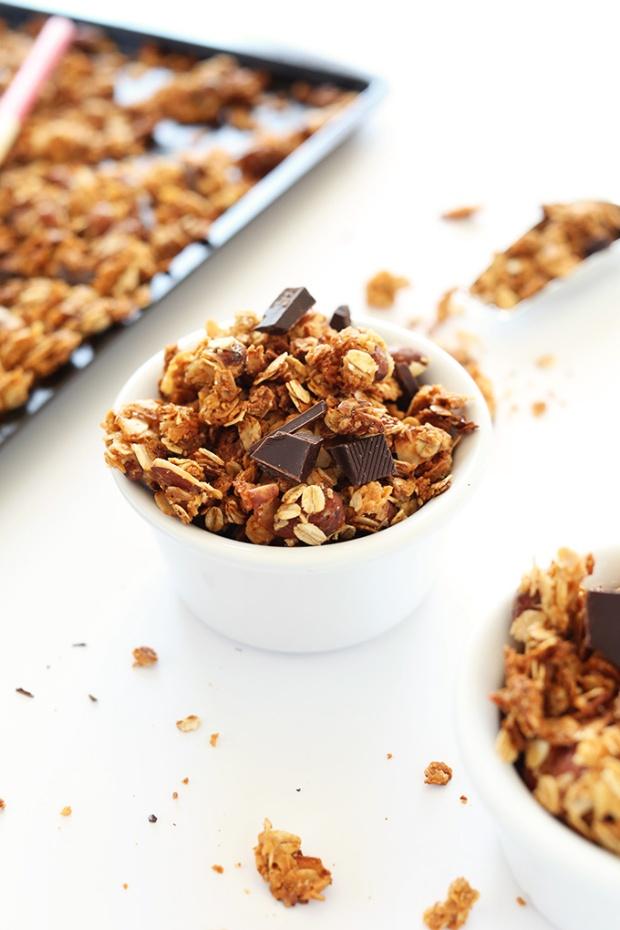 SALTY-SWEET-Almond-Joy-Granola-Crispy-oats-and-almonds-coconut-flakes-and-dark-chocolate-vegan-2